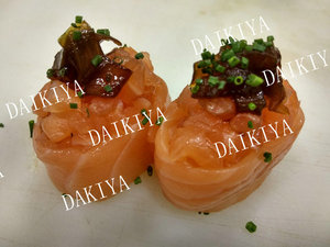 17. Nigiri de Spicy Salmon